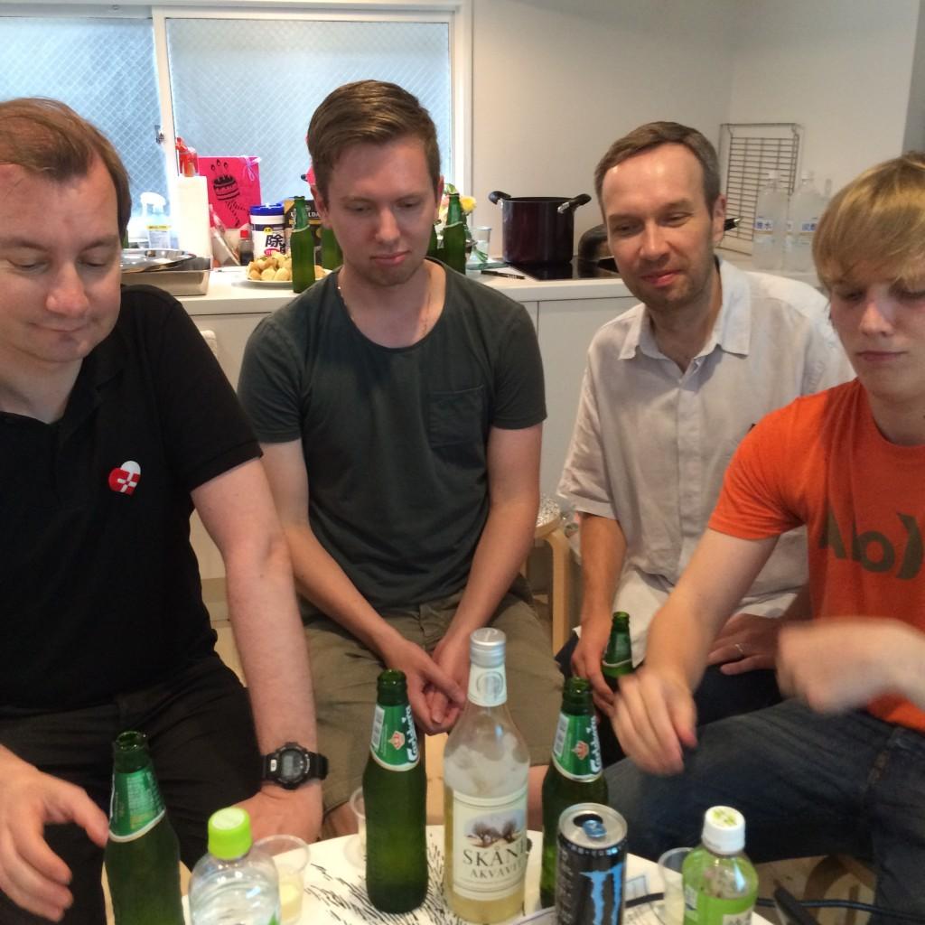 (左から)イェンスさん、ヨハンさん、ビッレさん、ジャック